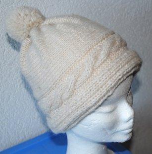 bonnet blanc avec 1 tresse